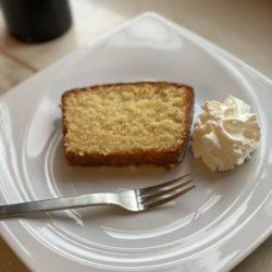 Zitronen-Mandel-Kuchen mit Zuckerglasur